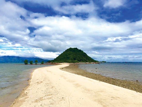 Không chỉ thu hút bằng cảnh sắc nhẹ nhàng, những bãi biển bình yên cũng là nơi ta tìm về