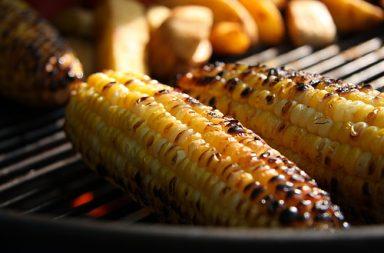 Bắp nướng mỡ hành là một trong những ẩm thực, bạn chớ bỏ qua khi đến Đà Lạt.