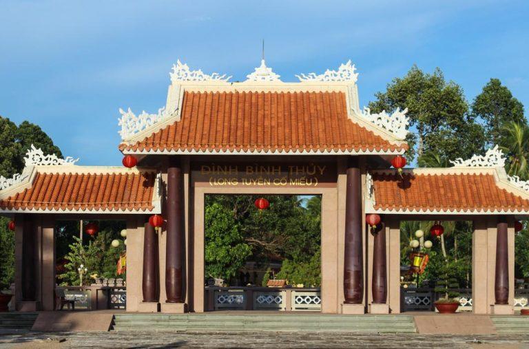 Không chỉ thưởng ngoạn cảnh đẹp, du khách đến đây còn có thể cầu bình an, may mắn cho những người thương yêu.