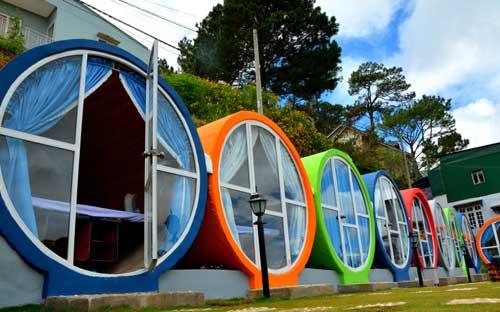 Khách sạn giá rẻ là những mô hình đầy đủ tiện nghi và được nhiều du khách thích thú.