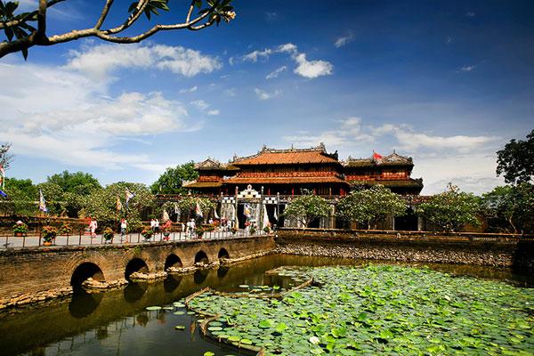 Với vô vàn địa danh khác nhau, Huế đã thu hút sự tìm kiếm và trải nghiệm của hàng ngàn du khách.