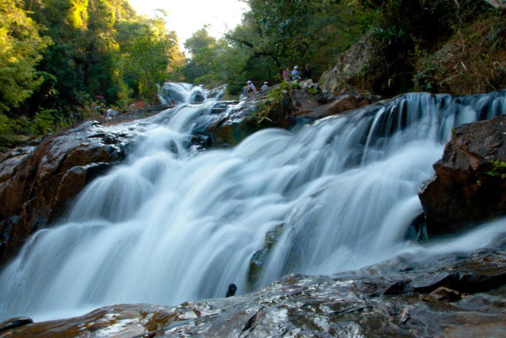 Đà Lạt không chỉ nổi tiếng với vẻ đẹp bình dị mà còn có những ngọn thác dữ dội, kỳ vĩ.