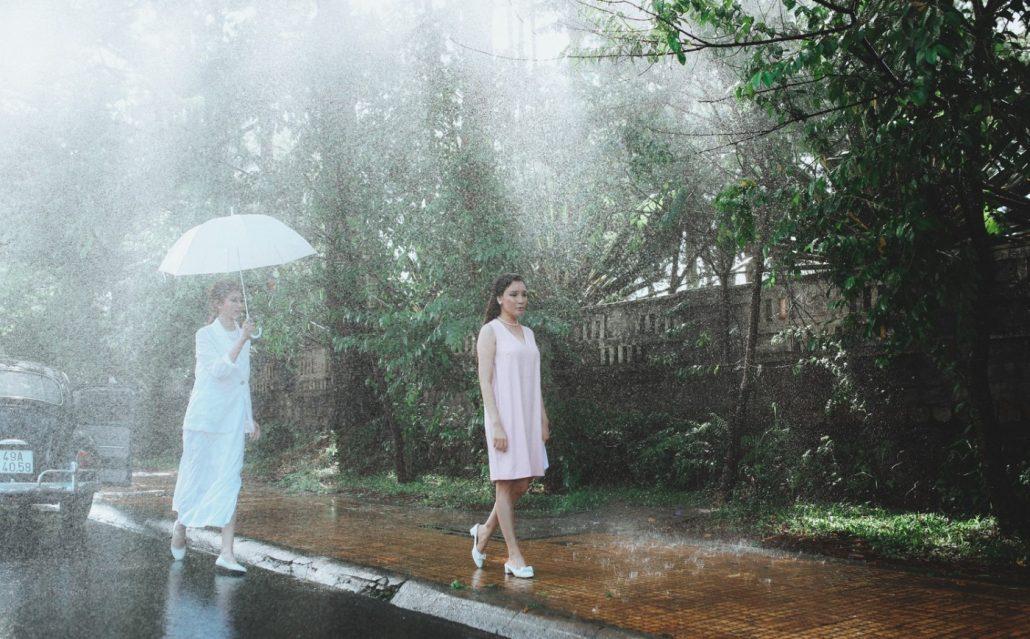 Nếu tới Đà Lạt vào mùa mưa, đừng quên mang ô và áo khoác giữ ấm nhé.