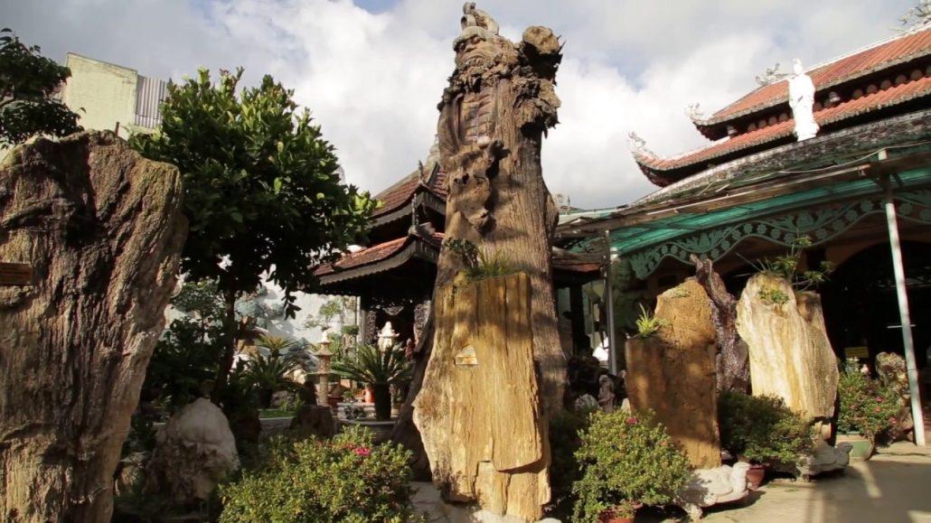 Chùa Linh Phước lưu giữ rất nhiều cổ vật giá trị.