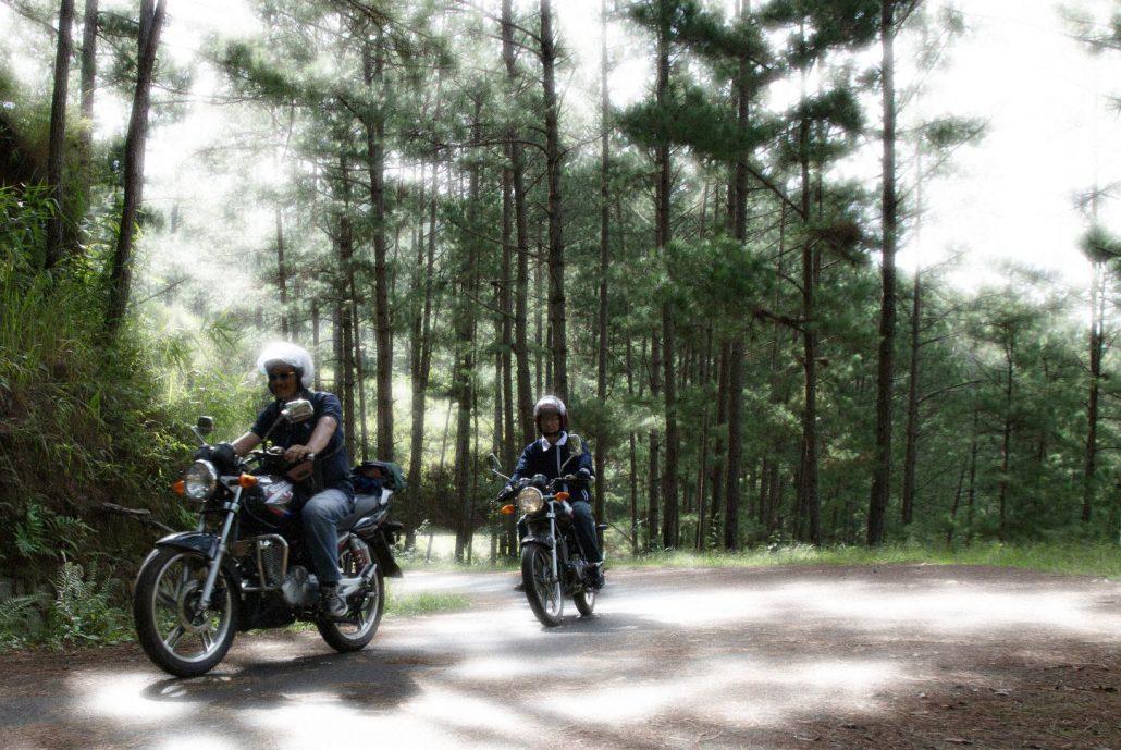 Nếu di chuyển đến Trại Mát bằng xe máy, bạn sẽ mất khoảng 20 – 30 phút.
