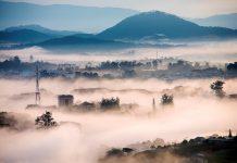 Nếu tới Trại Mát vào sáng sớm, bạn sẽ được chơi với mây.