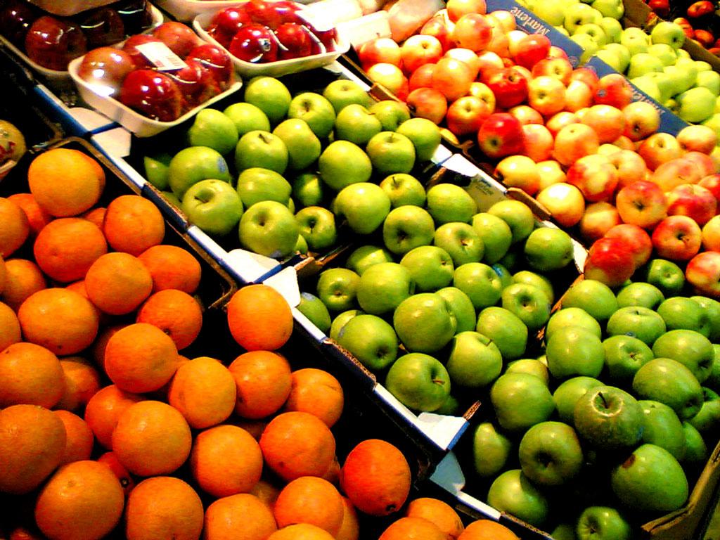 Chợ Đà Lạt gần Trại Mát buôn bán rất nhiều nông sản tươi ngon của xứ lạnh ôn đới.