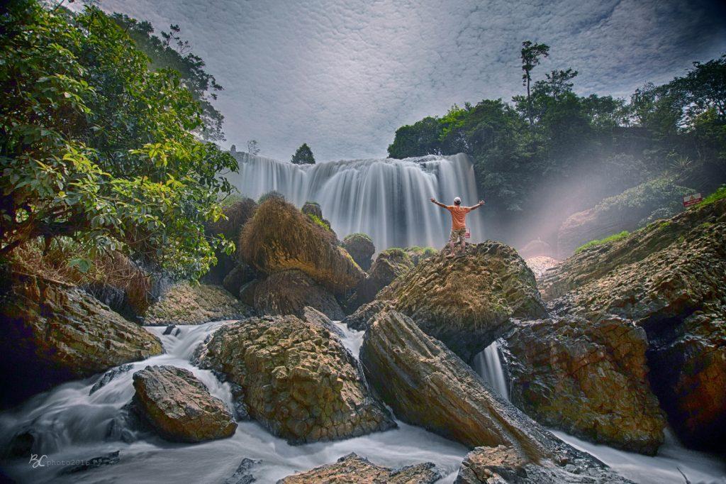 Tảng đá ở thác Voi.