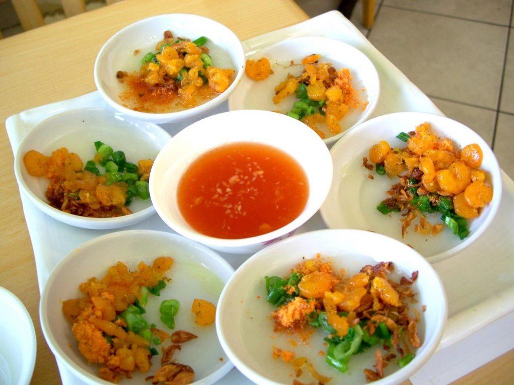 Cùng thưởng thức món ăn vặt bánh bèo Đà Lạt.