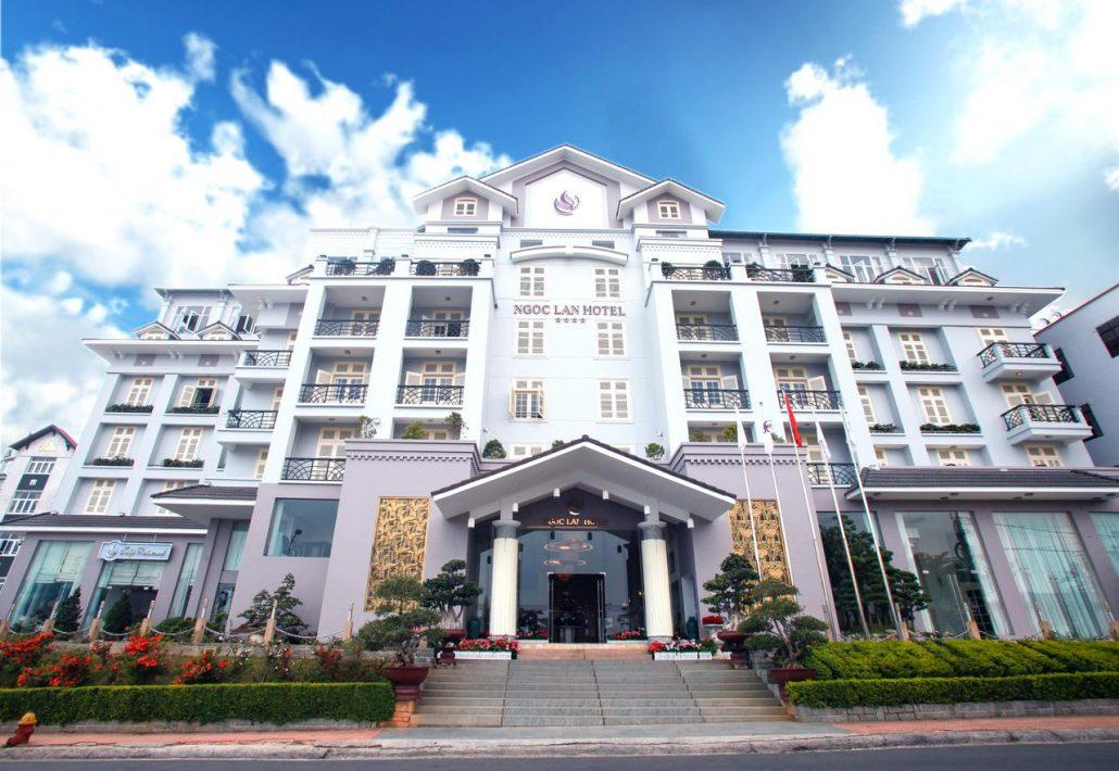 Vẻ ngoài bao quát của TTC Hotel Premium Ngọc Lan