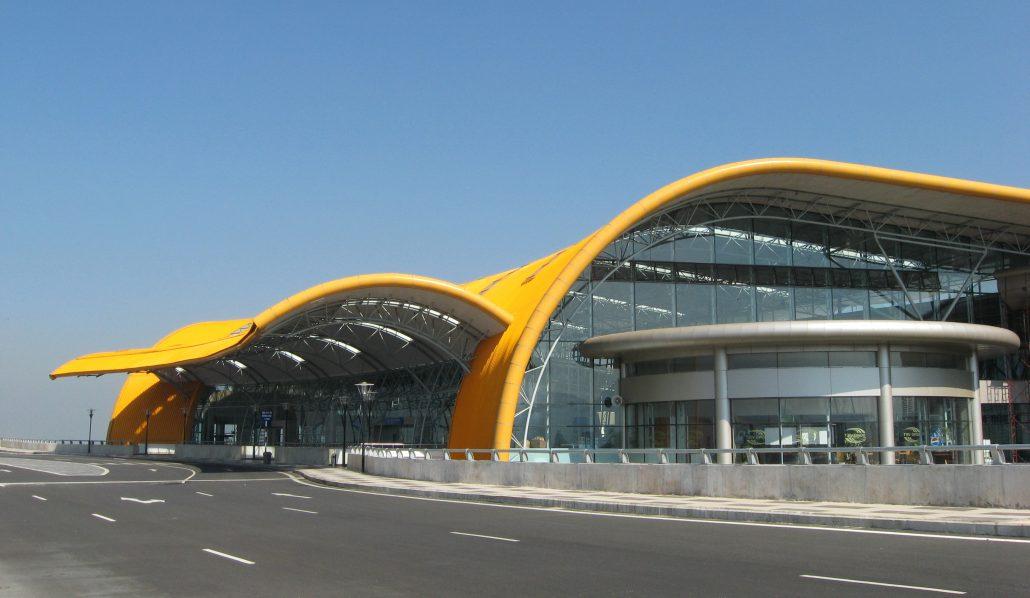 Di chuyển tới Đà Lạt bằng máy báy đến sân bay Liên Khương.