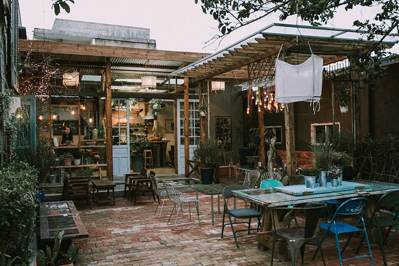 Route 66 café là quán cà phê xinh đẹp luôn luôn mở cửa chào đón bạn 24/24