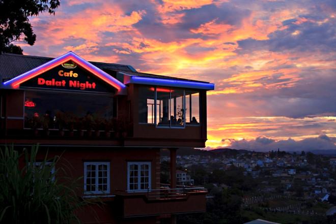Ngắm thành phố từ Cà phê Dalat Nights