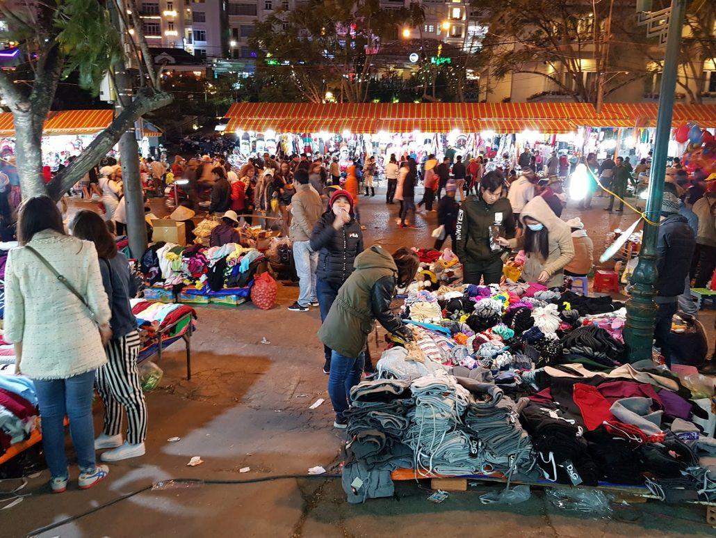 Hàng thời trang chợ Đà Lạt
