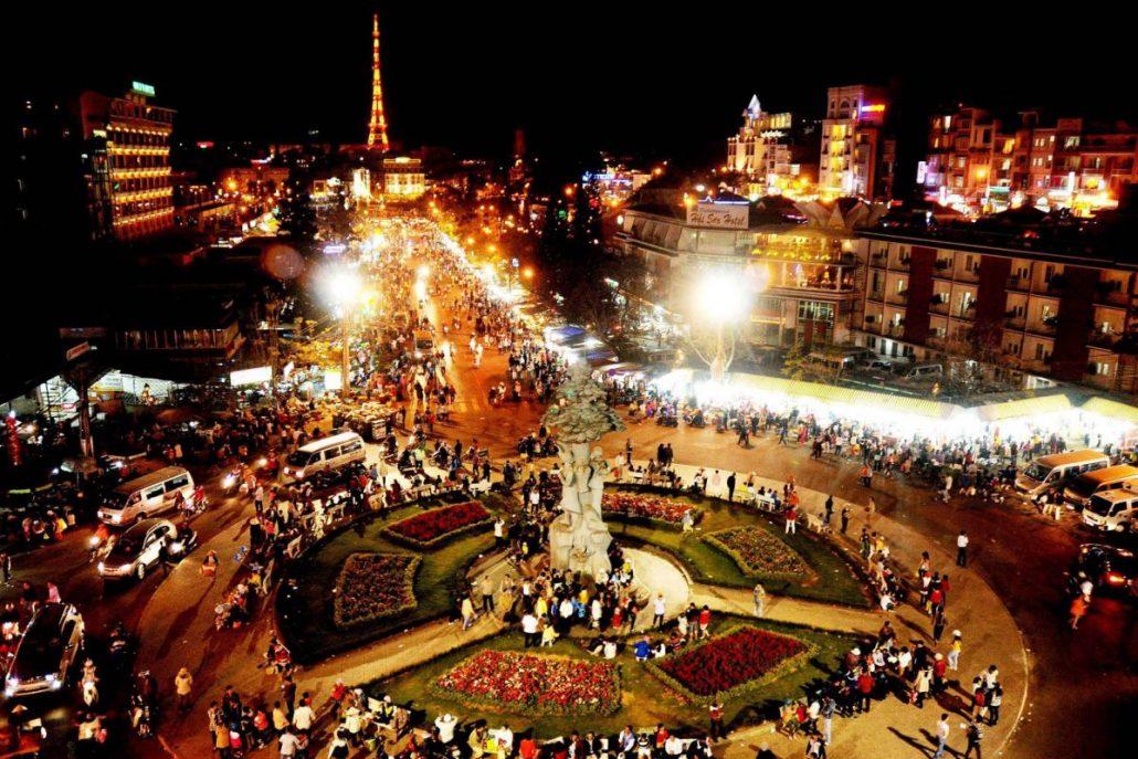 Nhộn nhịp chợ Đà Lạt về đêm