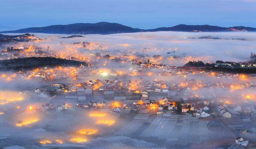 Đà Lạt với những làn sương mù dày đặc