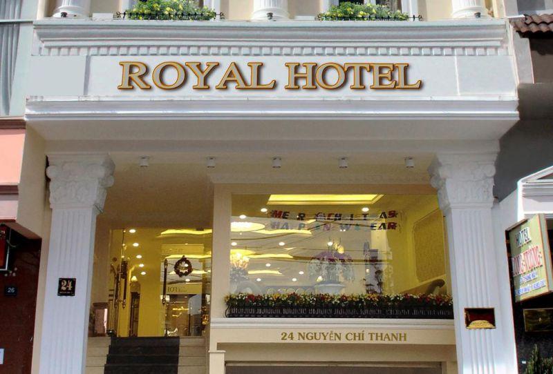 Khách Sạn Royal Hotel