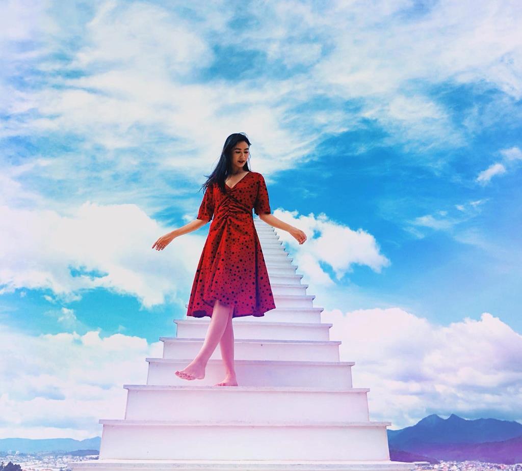Nấc thang lên thiên đường – background hoàn hảo cho mọi style