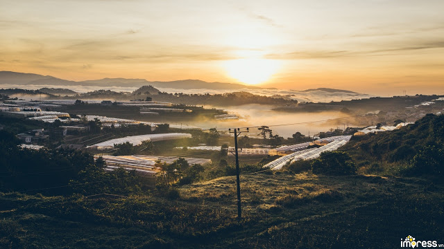 Trại Mát trong sương sớm mang vẻ đẹp cổ kính và bình yên